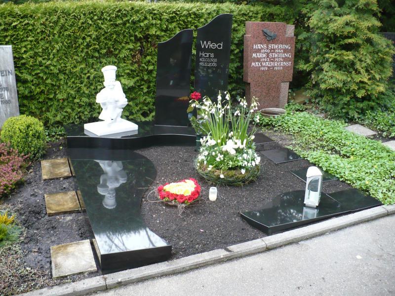 Denkmal eines Bäckermeisters auf dem Friedhof Durlach