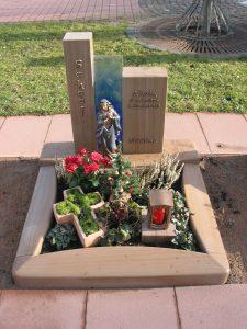 Urnengrab aus Mocca Quarzit