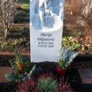 Fertig gestellter Engel mit eingravierter Inschrift