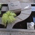 Urnengrab aus Dakota satiniert. Fisch und Flußlauf als Symbol für den verstorbenen, der Hobbyangler war.