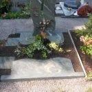 Dorfer Grün satiniert auf den Knielinger Friedhof.