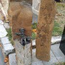 """2 Basaltsäulen mit """"Toni"""""""